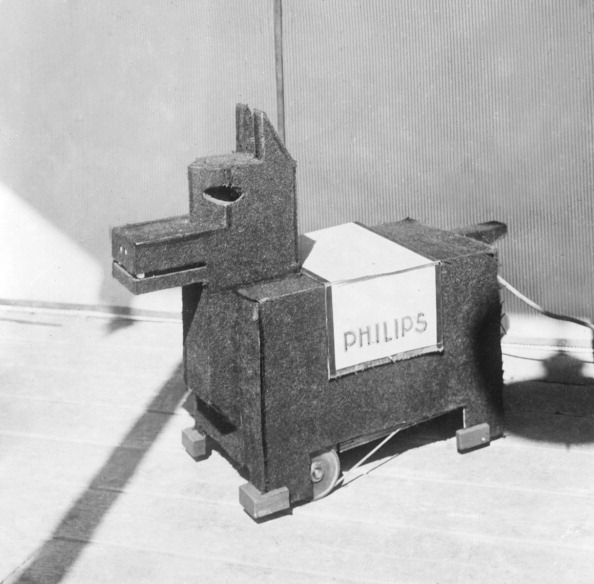 Mechanical dog exhibited in Denmark - 18-November-1929
