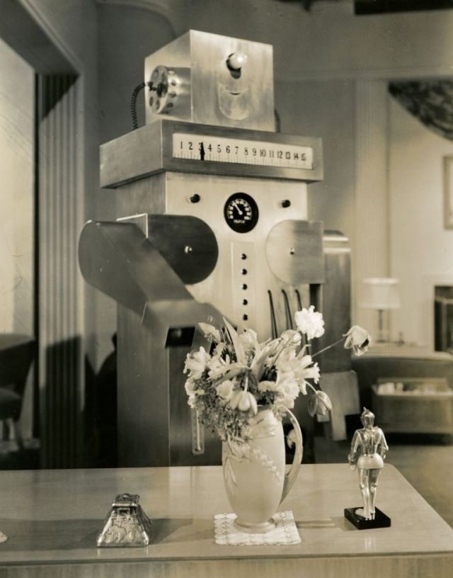 Roll oh robot 1940 5 x640 1940   Roll Oh the Domestic Robot   (American)