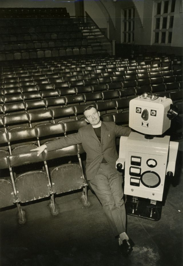 robbie robot school ron mckenzie press 2 x640 1973   Robbie the Pulpit Robot   Rev. Ron Mackenzie (British)