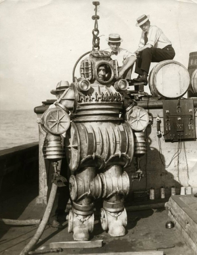 1914-macduffee-deep-sea-diving-suit-8