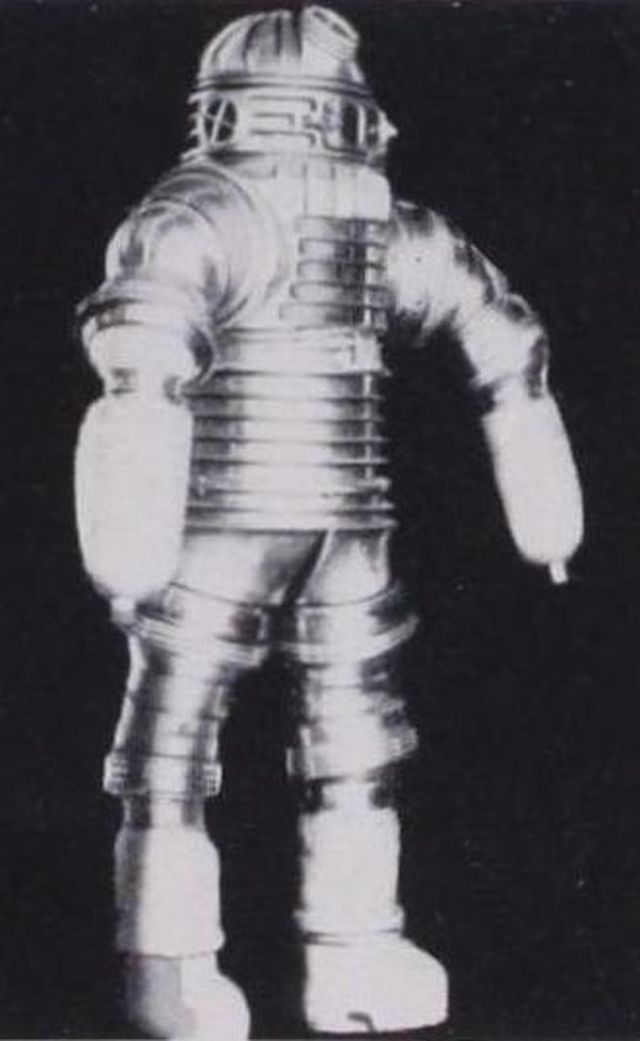 Peress 1925 suit x640 1921 5   Diving Armour   Joseph Salim Peress (Persian / British)