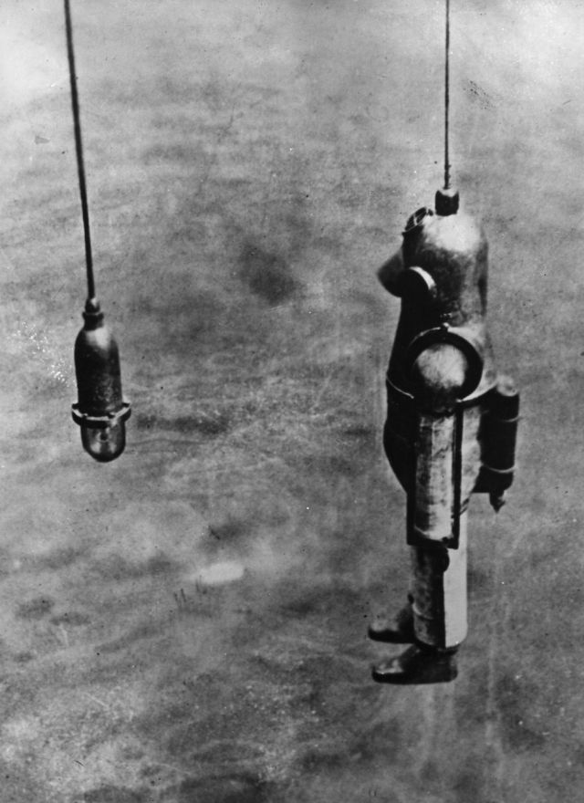 life blakeley leavitt x640 1917   Diving Armor Suit   Benjamin Franklin Leavitt (American)