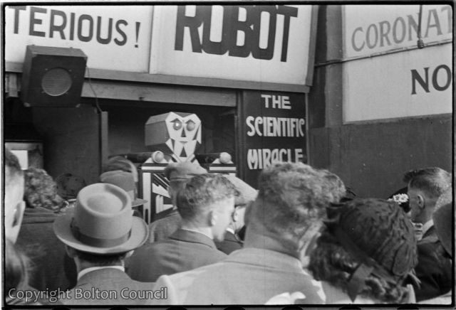 1993.83.24.34bolton-worktown-robot-scientific-wonder-1937-x640
