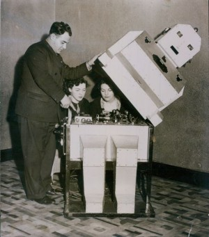 telepathy-robot-1935-press-1-x640