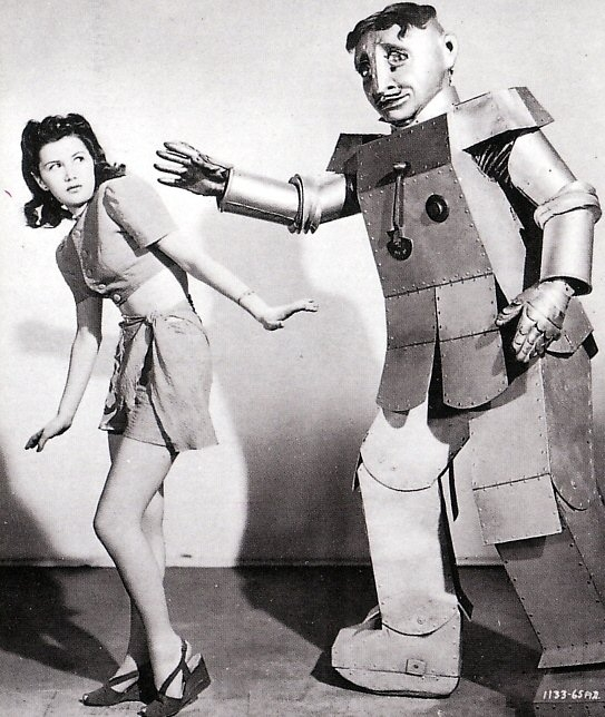Robot girl Cracked nuts 1939 x640 Robots and Pretty Girls (Part 3   Movies)