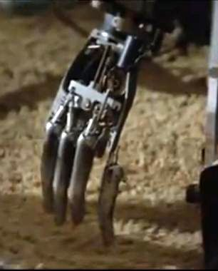 demon seed broken hand 1 x640 1977   Joshua the wheelchair Robot from Demon Seed   (American)