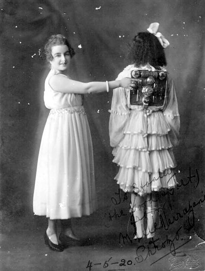 Shrozo automaton girl 1920 1920   Shrozo the Robot Girl   (English?)