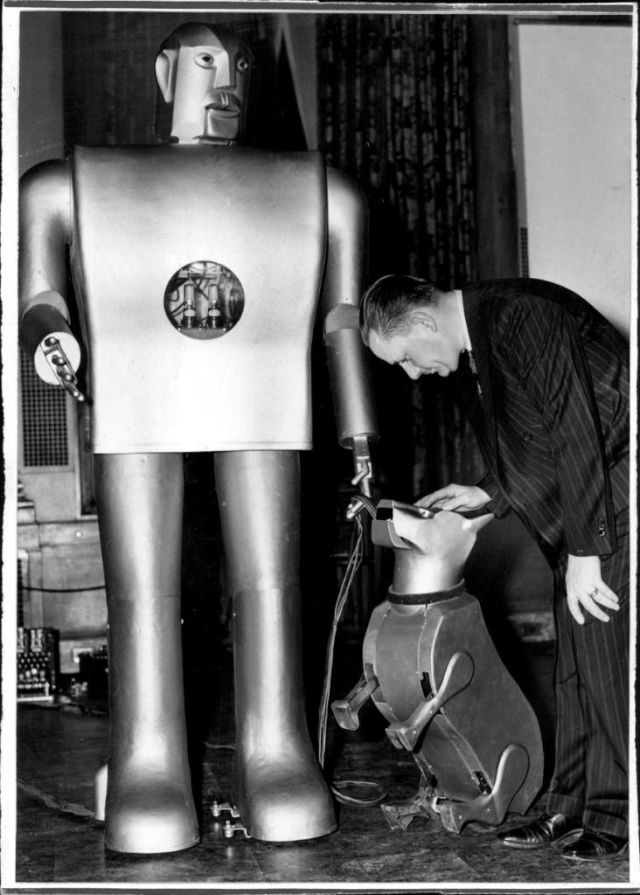 elektro press 1940 sparko 1 x640 1940   Sparko the Robot Dog    (American)