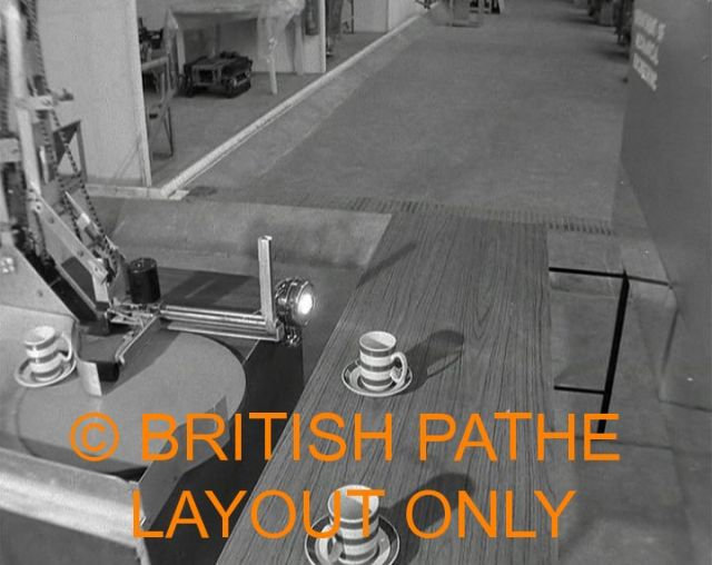 thring pathe robot table 1 x640 1962   Table Clearing Robot   Meredith Thring (Australian/British)